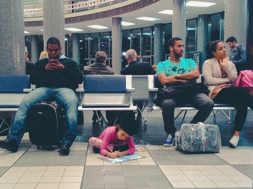 Criança no aeroporto