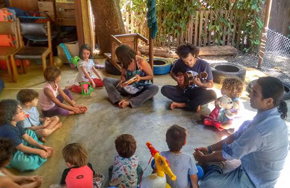Atividades visam estimular a autonomia criativa de jovens e crianças.