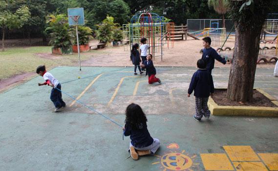 Brinca Mundo aposta na brincadeira como ferramenta de integração intercultural.