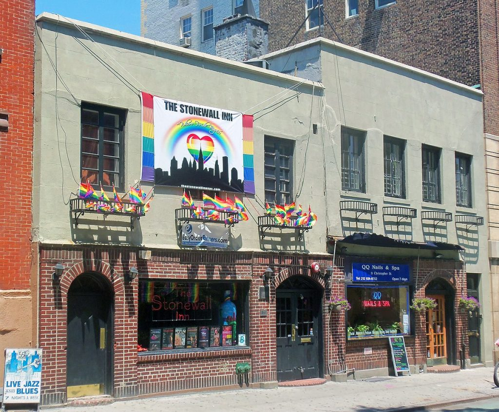Fachada do bar Stonewall Inn, em Nova York