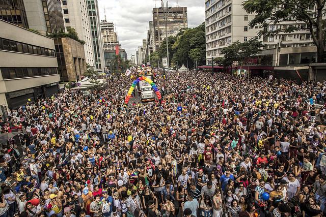 Parada LGBT 2017 ocupa avenida Paulista