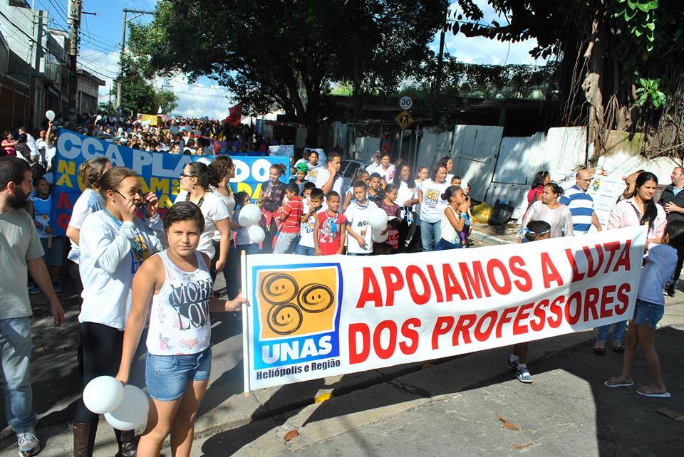 manifestação em apoio aos professores da UNAS