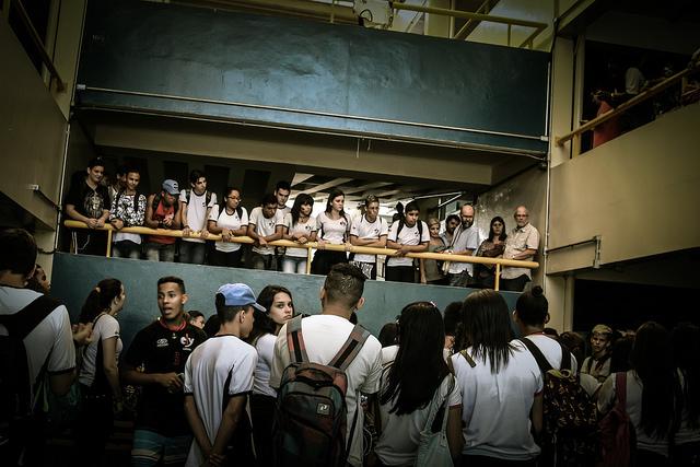 jovens ocupam escola