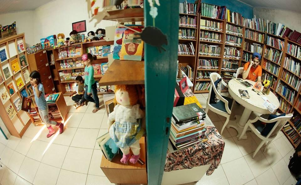 o interior da biblioteca caminhos da leitura