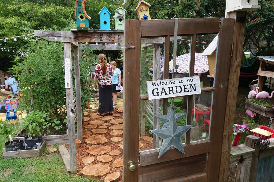 um dos jardins criados pela comunidade e pelo projeto NLI